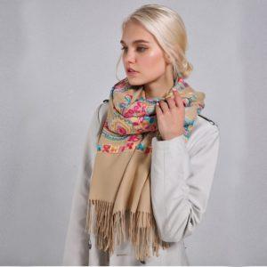 Вышивка на шарфе 2