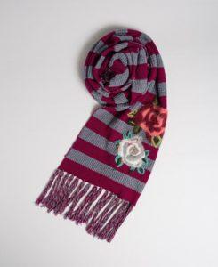 Вышивка на шарфе 3